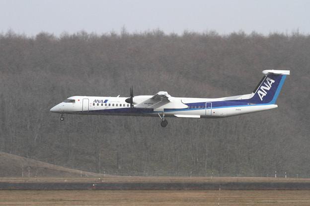 Q400 雪がチラチラ JA464A