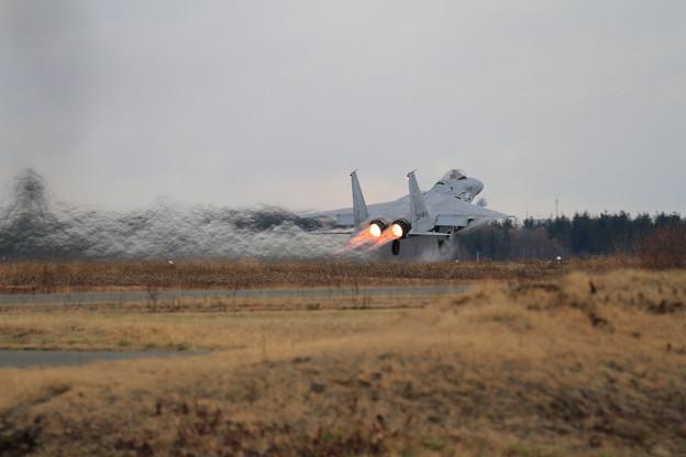 写真: F-15 818 201sq takeoff