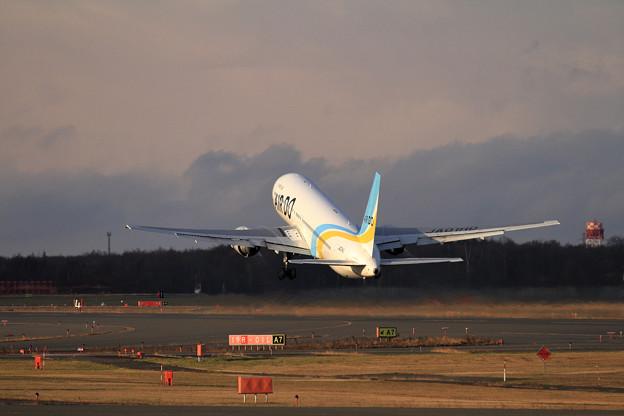 写真: B767 ADO JA01HD takeoff