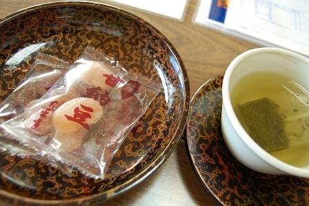 茶菓子の「豆納豆」は、ホテル売店で好評販売中