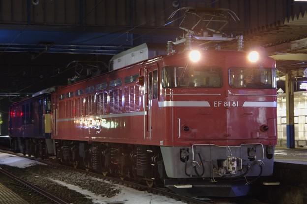 EF81 81+EF64 1030 AT出場配給