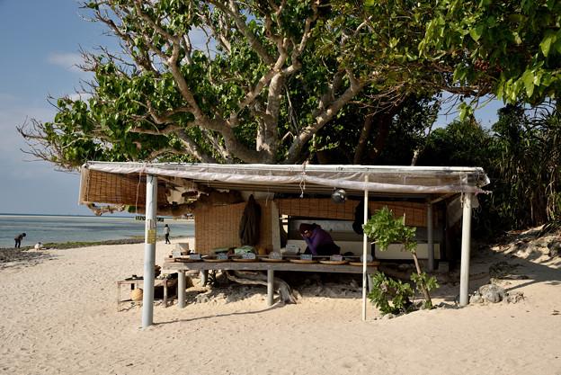 砂浜の露店