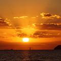 写真: 海峡の夕陽