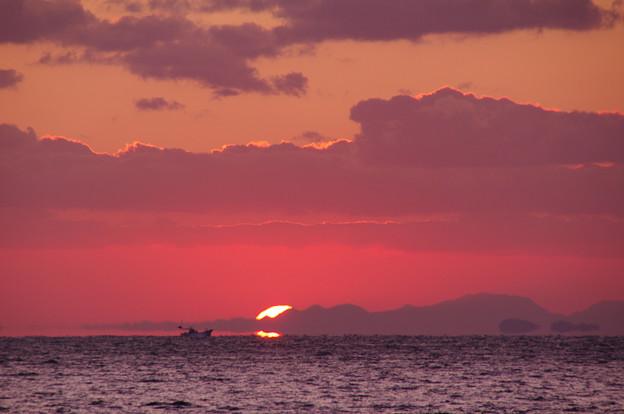 沈む夕陽は浮き島の彼方(5) 港へ急ぐ