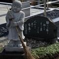 写真: DSC_7022    安全寺 掃除をしている、お地蔵さま
