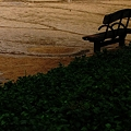 公園のベンチで・・
