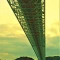 Photos: 見上げれば@しまなみ海道・因島大橋@布刈の瀬戸