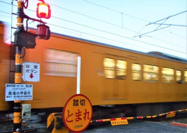 夕暮れの晩秋列車@馬場の甲踏切