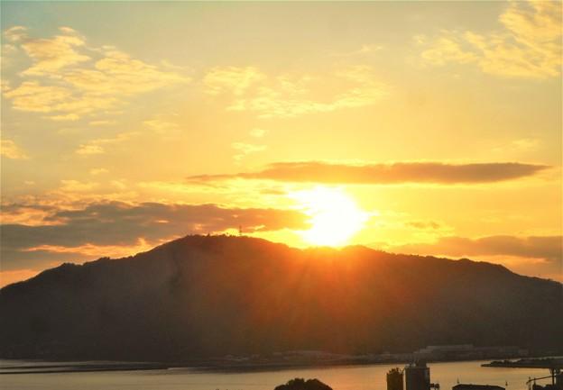 写真: 筆影山の夕陽@初冬の糸崎の丘