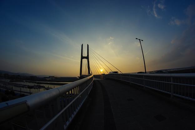 夕日のつり橋