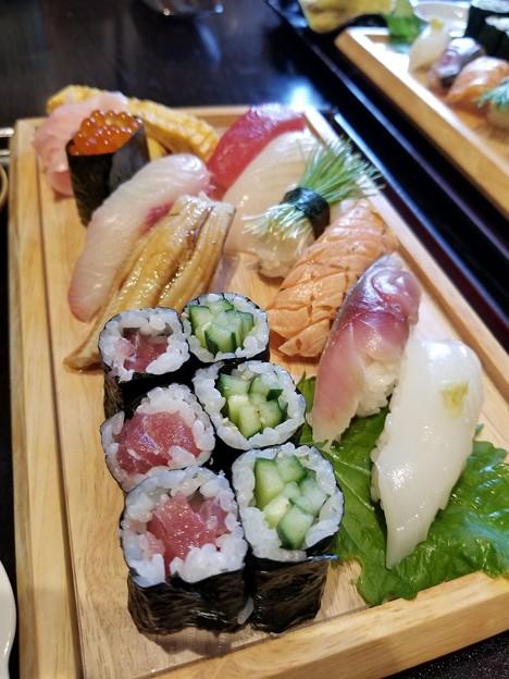 写真: お寿司をどうぞ・・