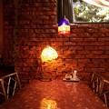 写真: 煉瓦壁の洋食屋