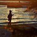オレンジに輝く海辺
