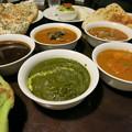 Photos: インド料理 ガンディ 豊富な種類のカレーと緑色の小松菜ン