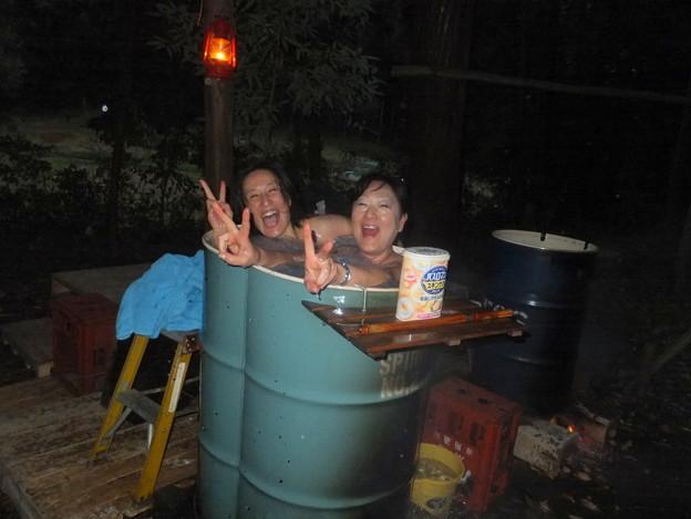 女子もドラム缶風呂