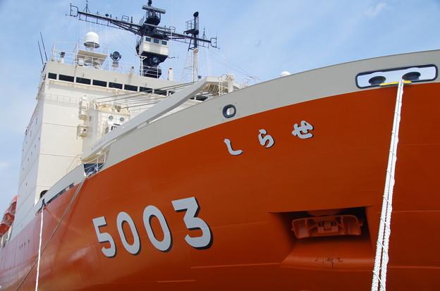 南極観測船しらせ