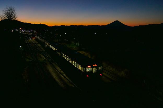 夜明け前小淵沢駅