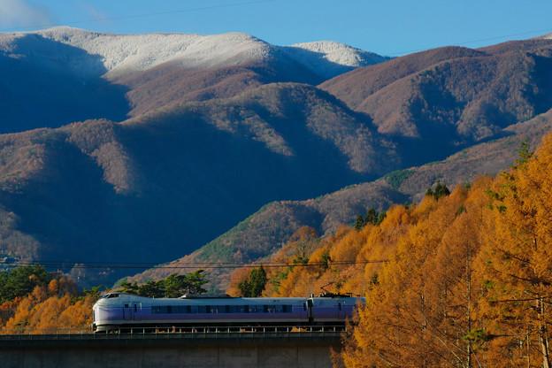 Photos: 秋から冬 E351系スーパーあずさ