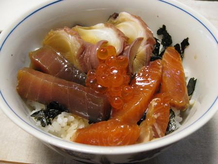 残り物で海鮮ヅケ丼