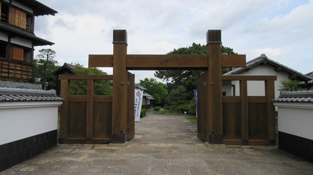 田中城下屋敷(藤枝市)冠木門