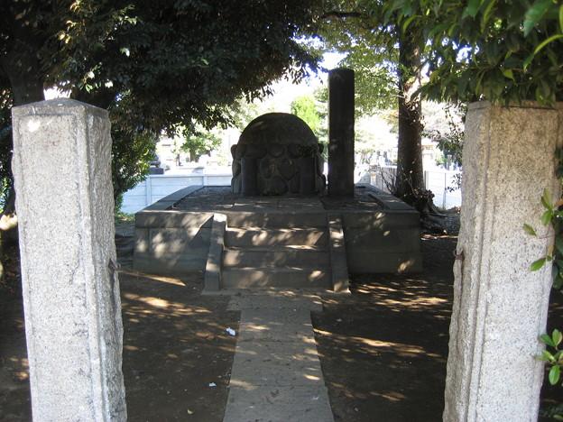谷中霊園(台東区)勝精(かつ くわし)・伊代子夫人墓