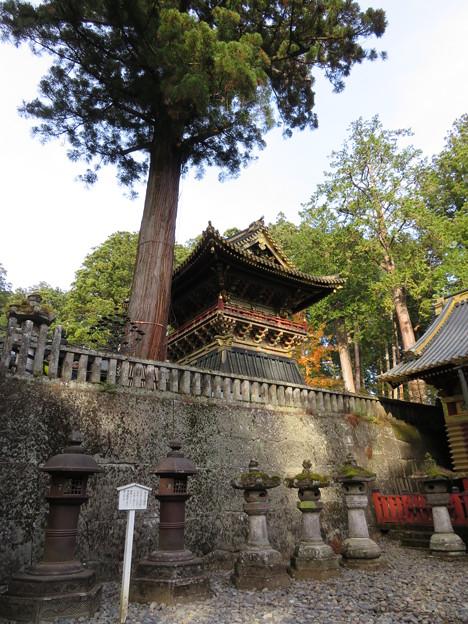 日光東照宮(栃木県)南蛮鉄燈籠・鐘楼