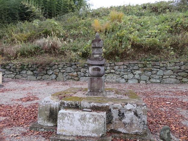 崇福寺(甘楽町小幡)織田信良墓