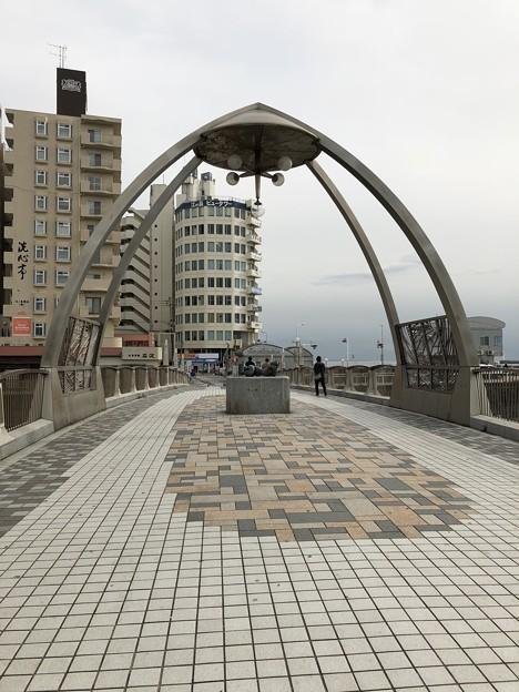 Photos: 片瀬江ノ島駅前(藤沢市)