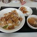 写真: 東秀 日替わりランチ 豚焼肉丼セット ご飯大盛り♪