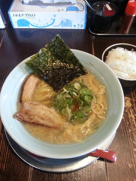 写真: 夜鳴き軒 こってりラーメン ランチ ご飯 おかわり 無料(σ≧▽≦)σ