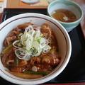 写真: 山田うどん マーラーあんかけ牛丼