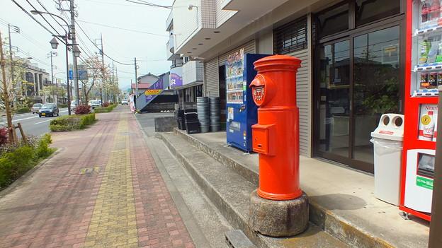 東京都あきる野市五日市街道沿い丸ポスト