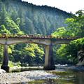 写真: 古き良き橋