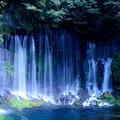 写真: 白飛びの滝