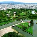 写真: 五稜郭 彼方に 函館山