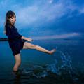 写真: 海遊び