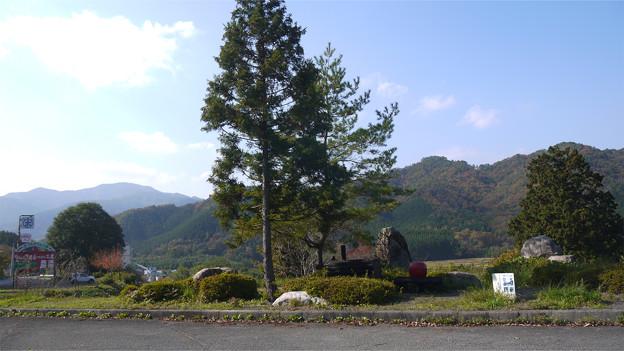 津和野の国道9号、マルホりんご園付近駐車場