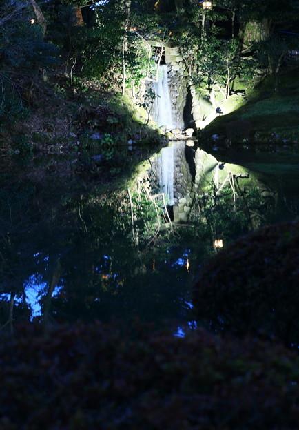瓢池の小さな滝