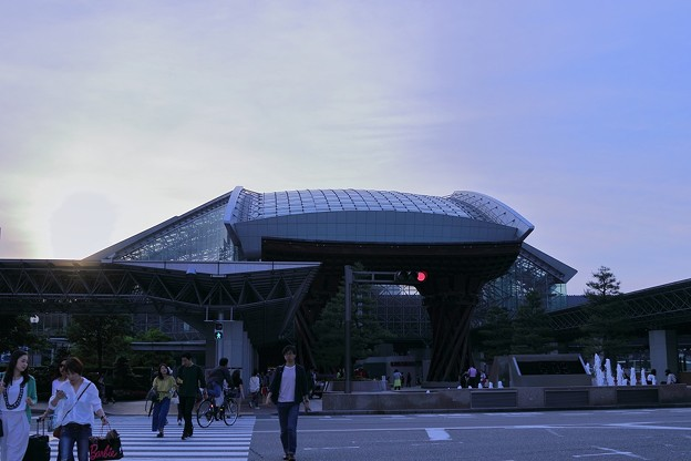 Photos: 夕暮れの金沢駅(2)
