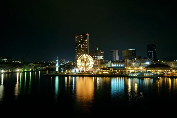 神戸 ハーバーランド 観覧車とコンチェルト(クルーズ船)