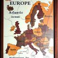 写真: ヨーロッパ地図の木製パズル