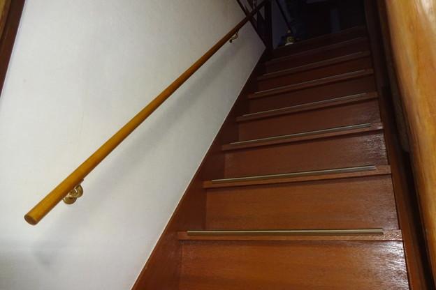 今日はスタッドレスに履き替え、階段に手すりを取り付けた。