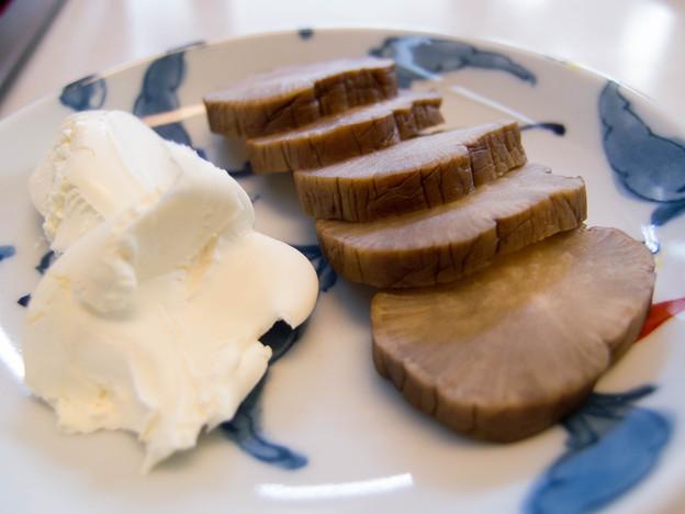 写真: いぶりがっこのクリームチーズ添え@渥美