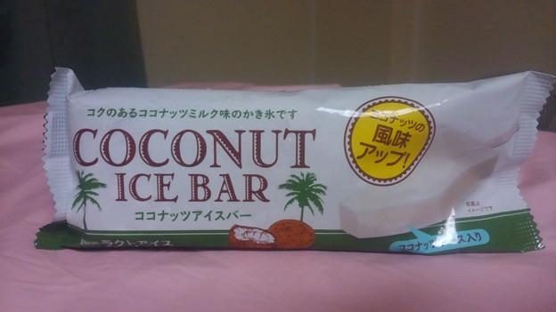 【今日の甘味】埼玉県深谷市上柴町東の、赤城製菓 ココナッツアイスバー コクのあるココナッツミルク味のかき氷です ココナッツの風味アップ! ココナッツソース入り ココナッツ3%。