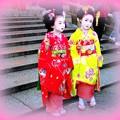 ちび舞妓さん八坂神社へ初詣での図