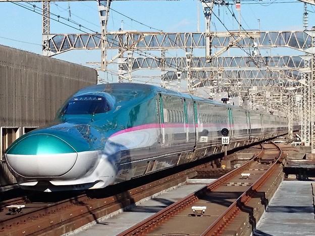 Photos: E5系
