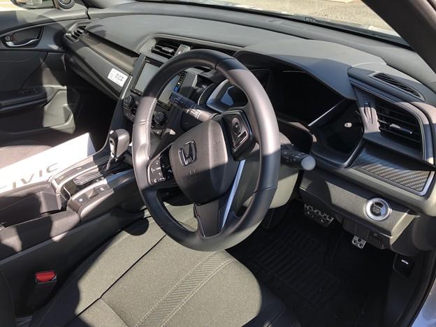 写真: シビック運転席