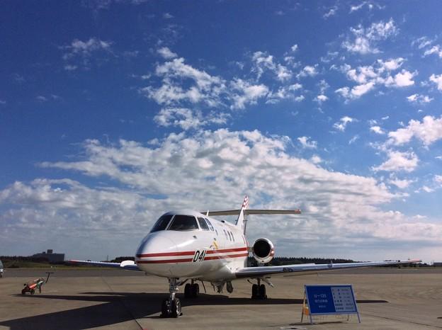11月3日 入間基地航空祭 朝の基地上空晴れの予感。。とU-125飛行点検機