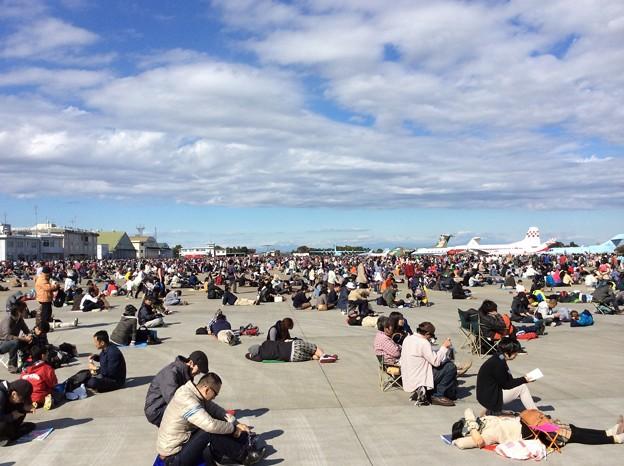 11月3日 入間基地航空祭  ブルーインパルス待つ。。約30万人