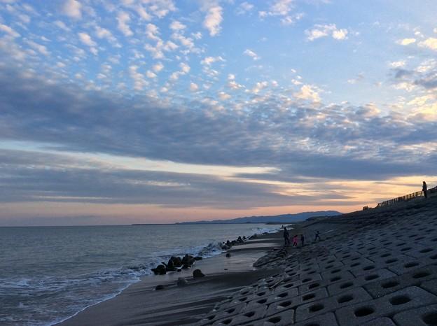 12月7日 宮崎海岸から夕焼けの海と空を。。(1)